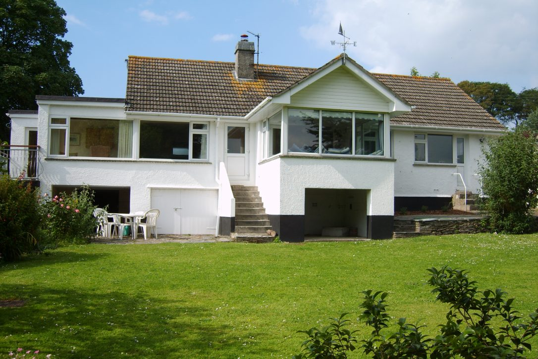 Little Riggs is a self catering holiday home in Rock, North Cornwall