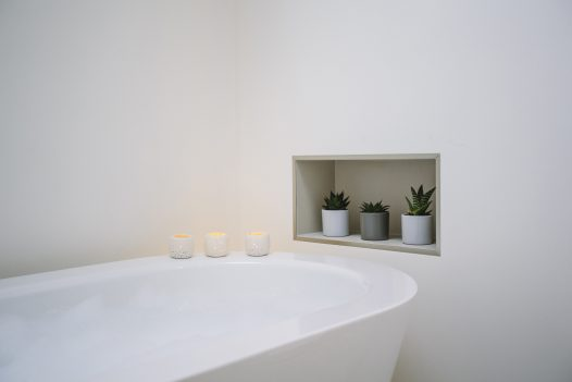 Large free-standing bath at Carn Mar, a self-catering holiday home above Polzeath beach, North Cornwall