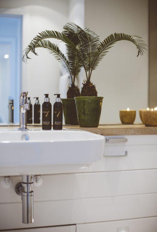 Stylish bathroom at Carn Mar, a self-catering holiday home above Polzeath beach, North Cornwall