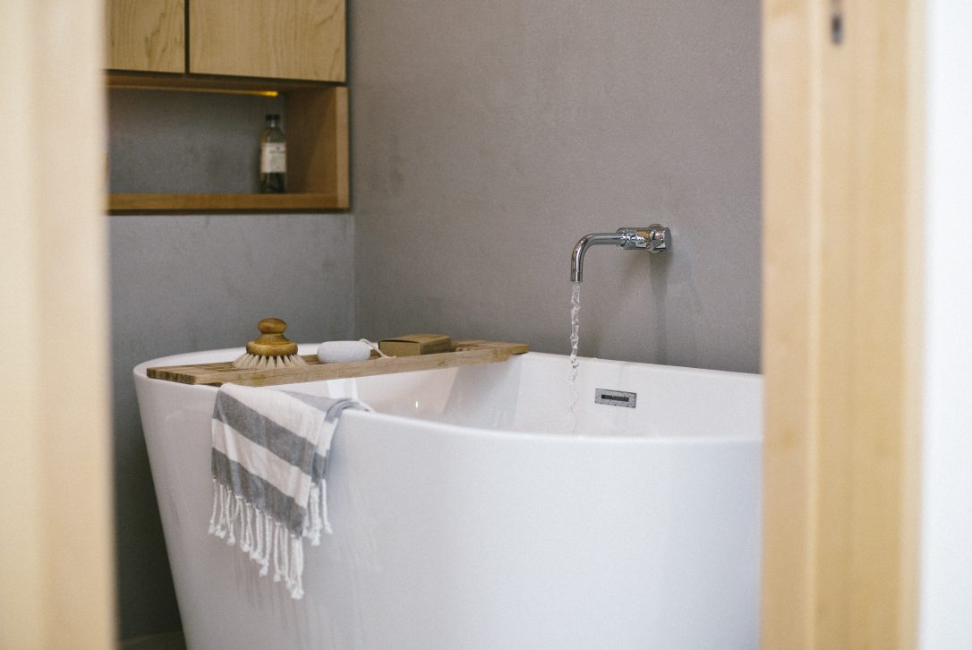 Bath at Dry Creek House, a self-catering holiday home in Polzeath, North Cornwall