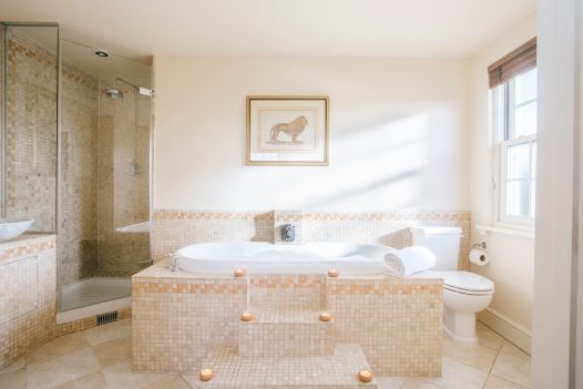 En-suite bathroom at Rockhaven Manor a self-catering holiday home in Rock, North Cornwall, available on a low occupancy rate.