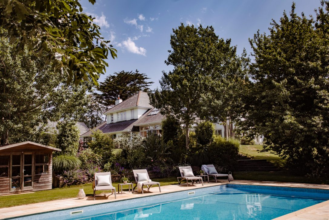 Buzza Vean, a self-catering holiday house with outdoor swimming pool in Rock, North Cornwall
