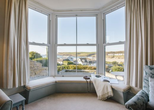 2 Pentire View is a self-catering holiday home in Polzeath, North Cornwall