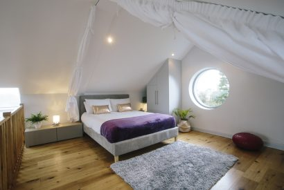 Master bedroom at Appleby, a self-catering holiday home between Polzeath and Daymer Bay, North Cornwall