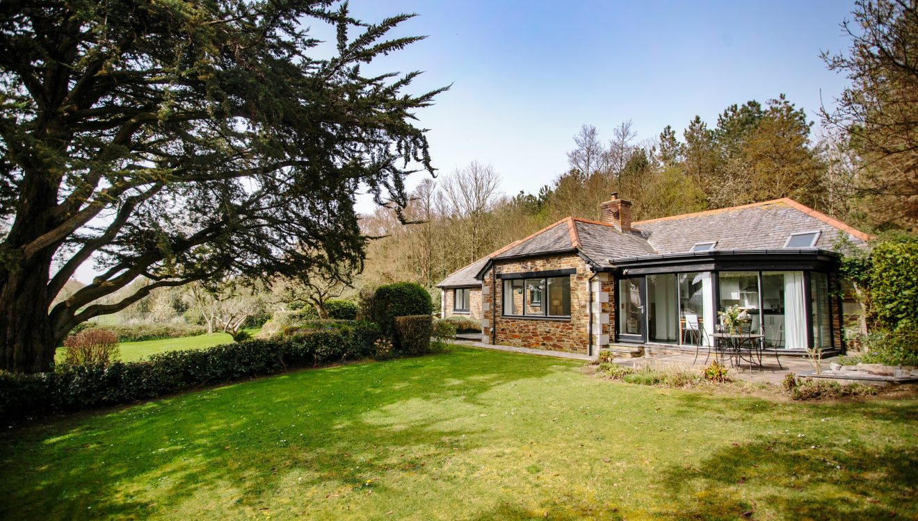 Badger Cottage, a self-catering holiday home in Rock, North Cornwall