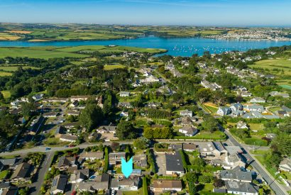 Aerial view of 25 The Beaches, a self-catering holiday home in Rock, North Cornwall