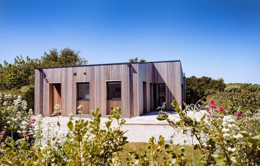 Exterior of Bowji, a self-catering holiday home in Daymer Bay, North Cornwall