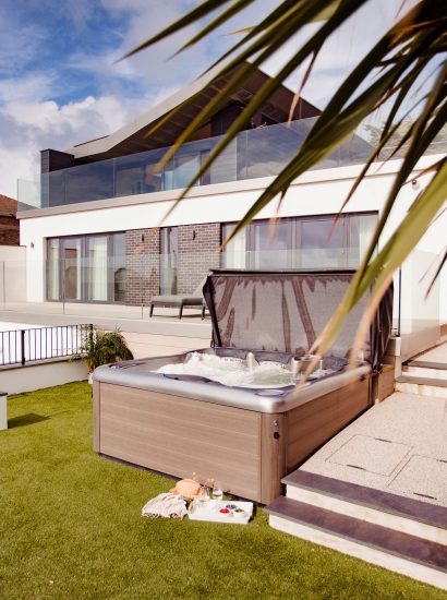 Hot tub at Coppers, a self-catering holiday home in New Polzeath, North Cornwall
