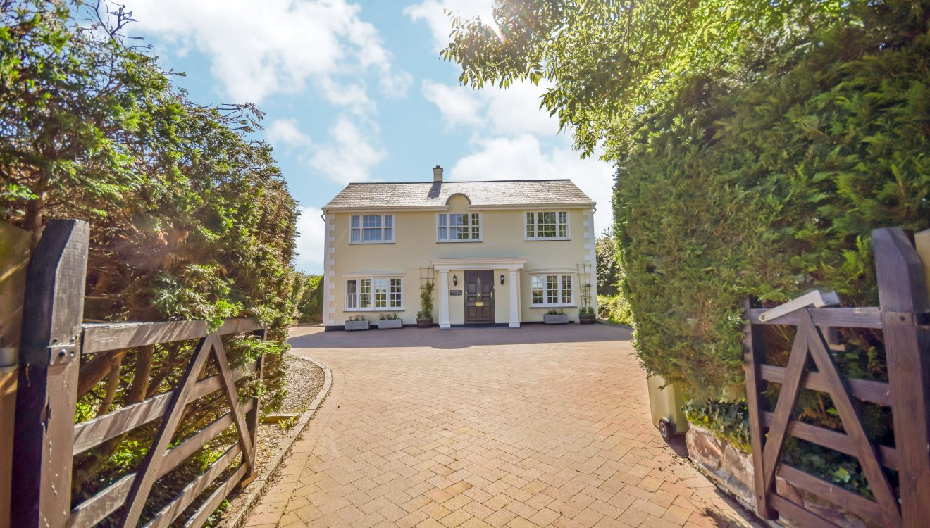 Kernow House, a self-catering holiday home in Rock, North Cornwall