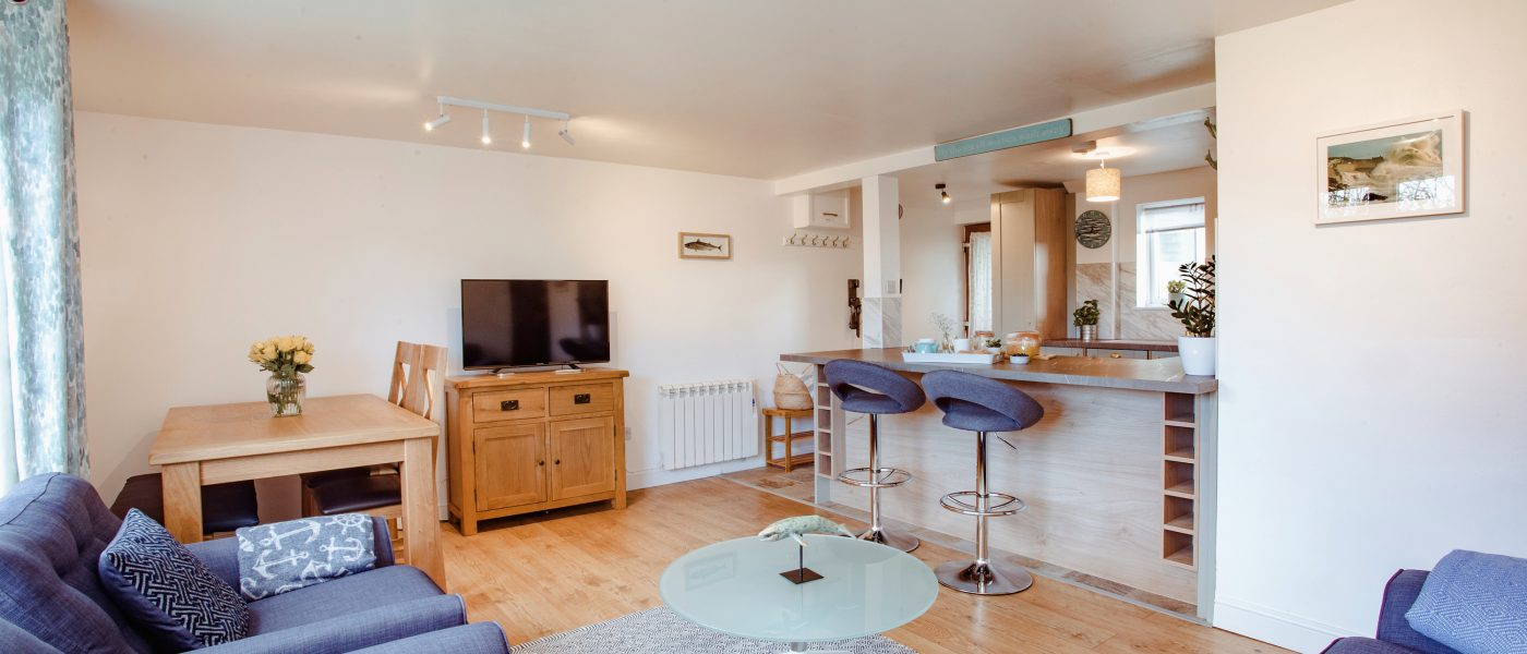 Penhwedhi a self-catering holiday home in Polzeath, North Cornwall