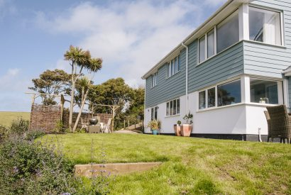 Exterior of Seahouse, a self-catering holiday home in Polzeath, North Cornwall