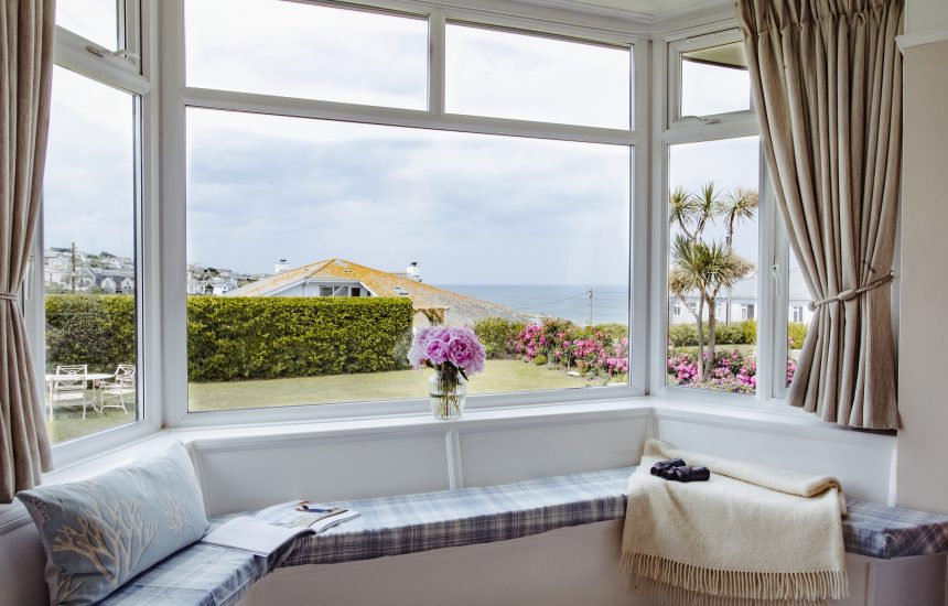 Window seat in living room at Spindrift, a self-catering holiday home in Polzeath, North Cornwall