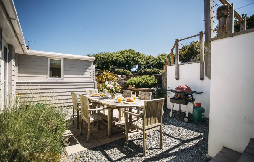 Barbecue area at The Retreat, a self-catering holiday cottage in Polzeath, North Cornwall