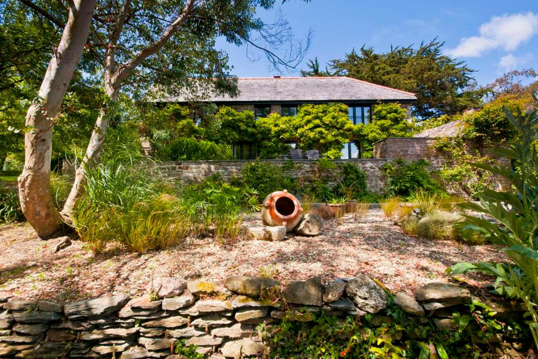 The Farmhouse, a self-catering holiday home in Rock, North Cornwall